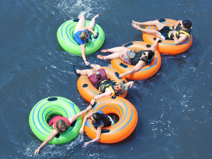 group tubing chain on the Delaware River