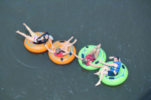 Tubing Chain on the Lehigh Delaware River at Twin Rivers