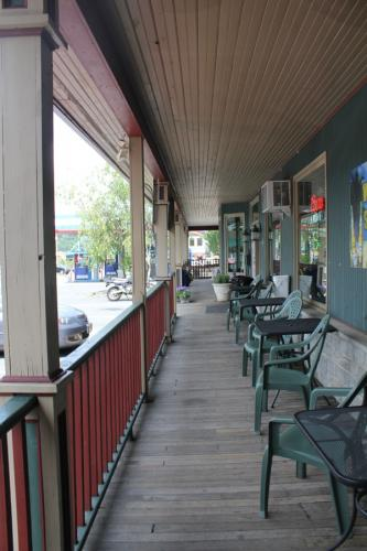 Twin-Rivers-porch-The-Sandbar-Phillipsburg-NJ-Easton-PA-min